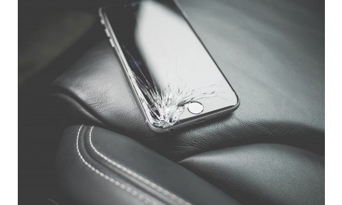 How to Safely Dispose of a Broken Phone (A Guide)